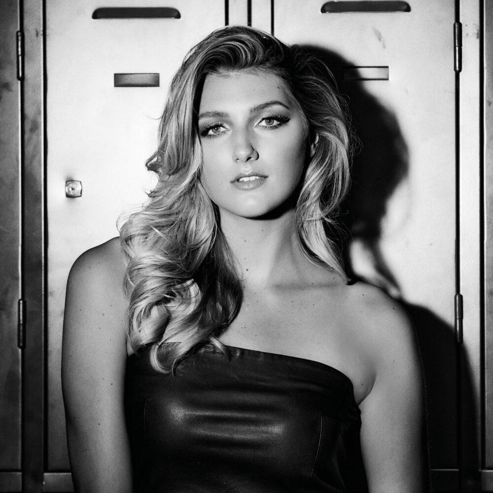 Denise_Miss Nederland 2020_black and white_foto-William Rutten