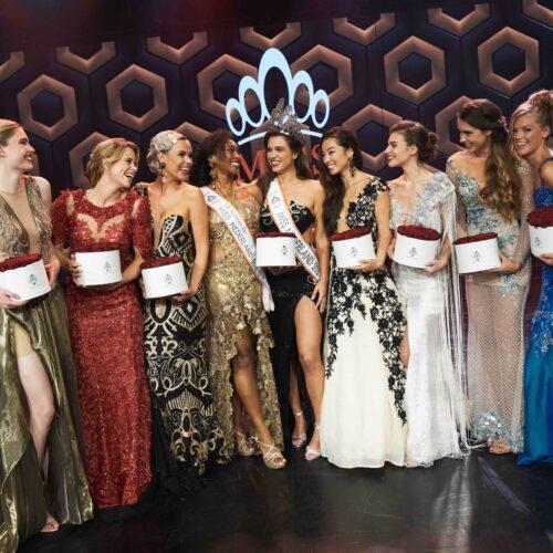 Miss Nederland 2021_groepsforo finalisten met Julia Sinning